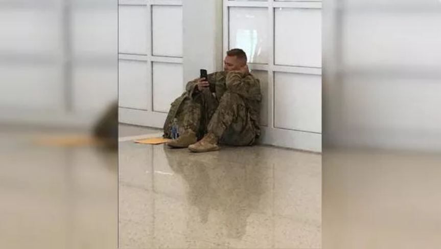 Soldier Facetimes baby's birth after flight delay